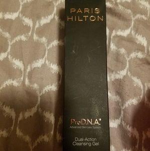 Paris Hilton dual action cleaning gel